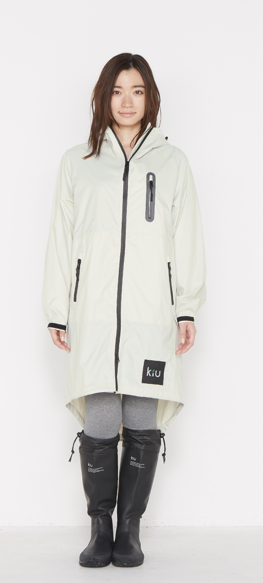 日本KIU 116908 白色 空氣感雨衣/時尚防水風衣 附收納袋(男女適用)