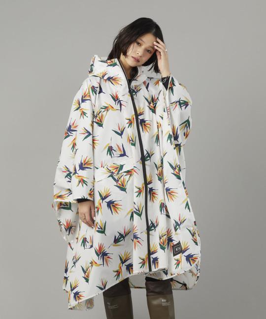 日本KIU 64157 南國花鳥 空氣感雨衣/親子雨披/防水斗篷 騎車露營必備 附收納袋(男女適用)