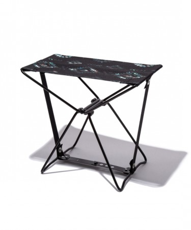 日本KIU 228184 波斯格紋 隨身風格折疊凳 附收納袋