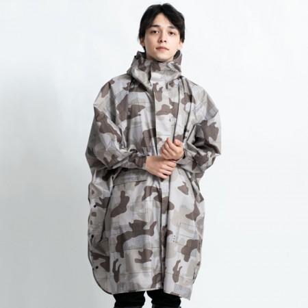 日本KIU 163221 卡其迷彩 標準成人空氣感有袖斗篷雨衣 騎車露營必備 附收納袋(男女適用)