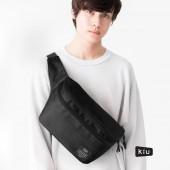 日本 KiU 182900 黑色 2用隨身包: 防潮防水胸包變背包 x 單肩包變雙肩包 沙灘袋 游泳袋